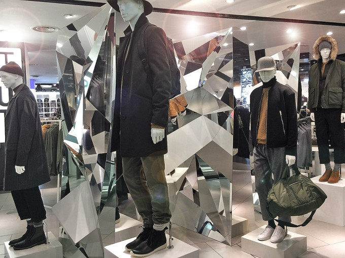 topman_multi_facet_prop, retail display