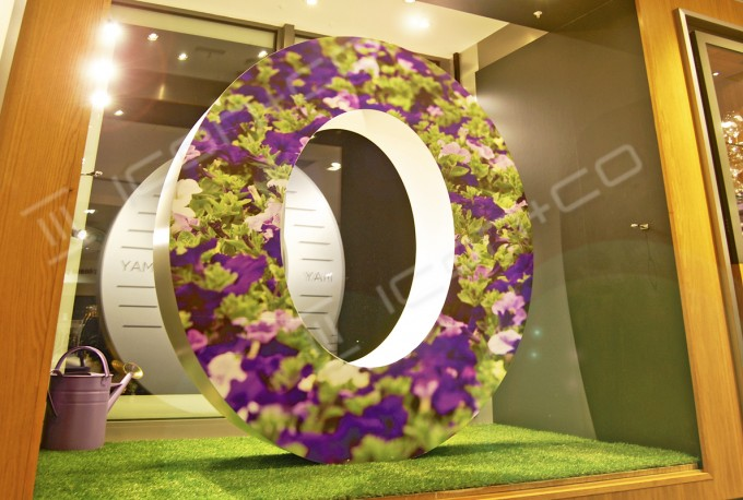 giant prop over size 3d number letter window date 2016 Spring Summer window shop display prop numbers letters text alphabet wimbledon london shop three dimensional text zero petunias flower displays